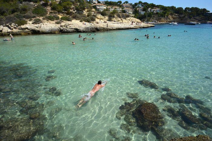 autorretrato nadando en agua turquesa mar el maestro inspira la fotografia es mi pasion