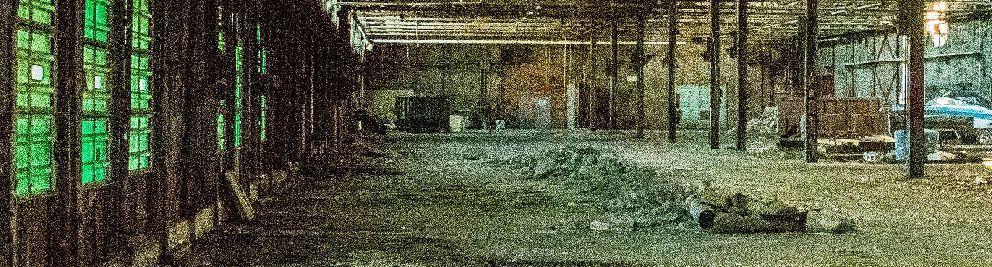 foto del interior de una nave industrial abandonada con mucho ruido electronico