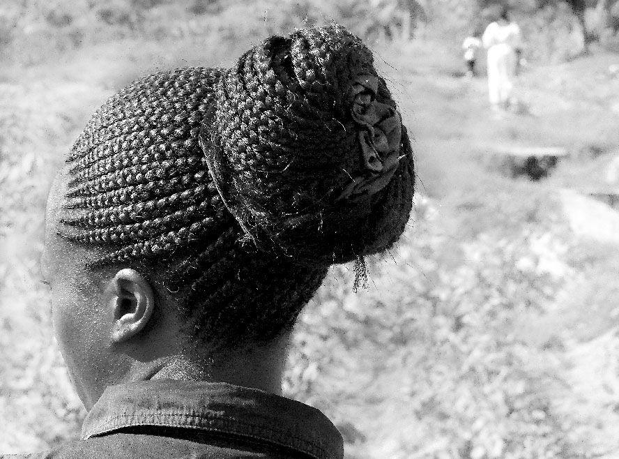 mujer africa moño peinado P1060735 bn