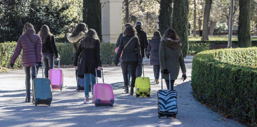 street photography mujeres maleta xisco fuster fotografo